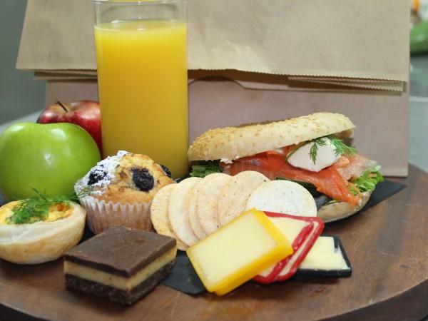 gourmet-picnic-lunch-box