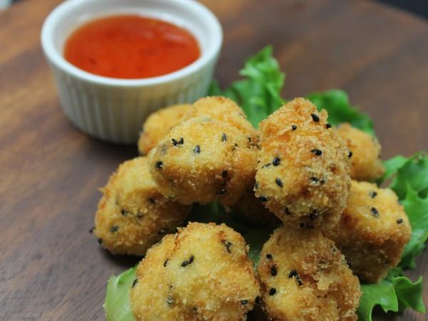 sesame crumbed chicken bites (5)